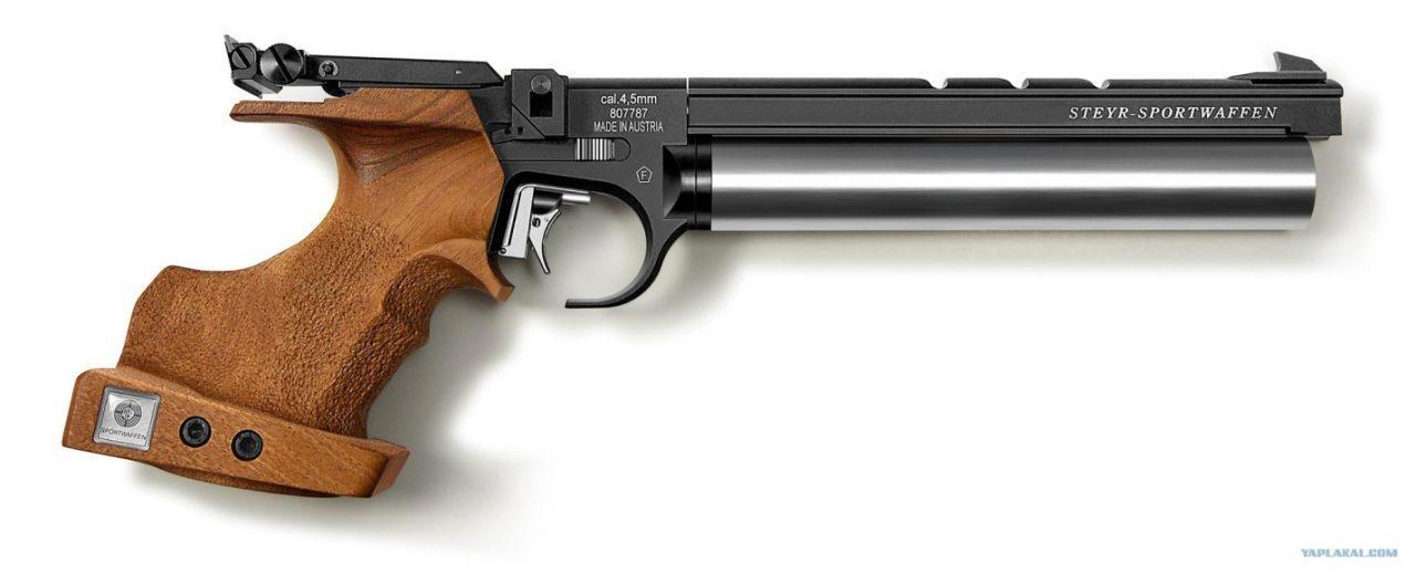 Тренировочный пистолет с деревянным оснащением