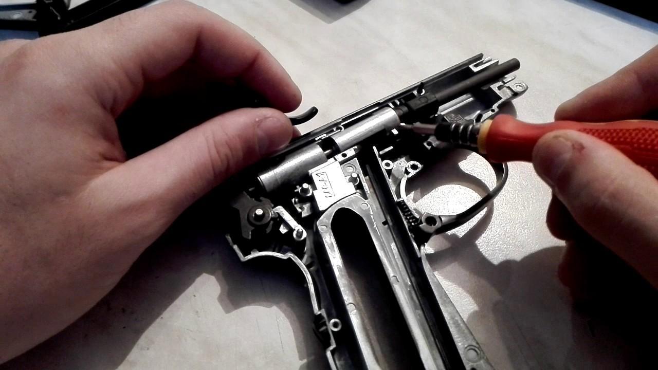 Шаг 2 - Уложите пистолет левой стороной вниз